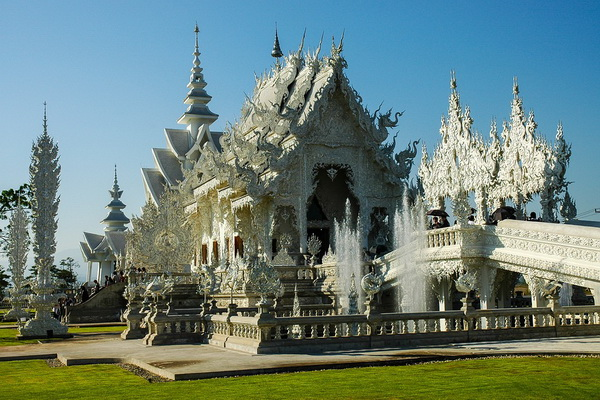 Ват Ронг Кхун в Чианграй, Таиланд