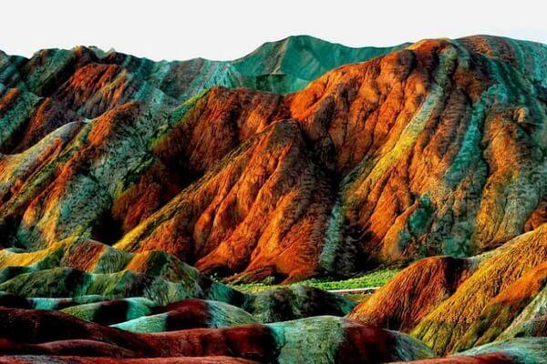 Цветные скалы Чжанъе - история их образования