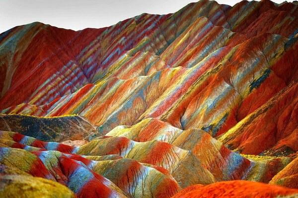Как появились цветные скалы Чжанъе Данься в Китае