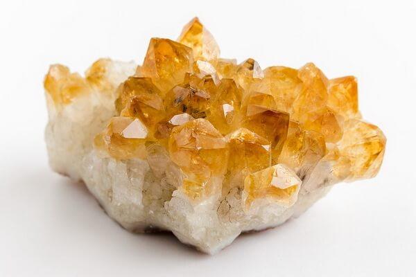 Драгоценные камни жёлтого цвета с фото и описанием - Цитрин