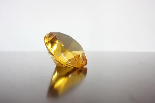 Драгоценные камни жёлтого цвета с фото и описанием - Жёлтый алмаз