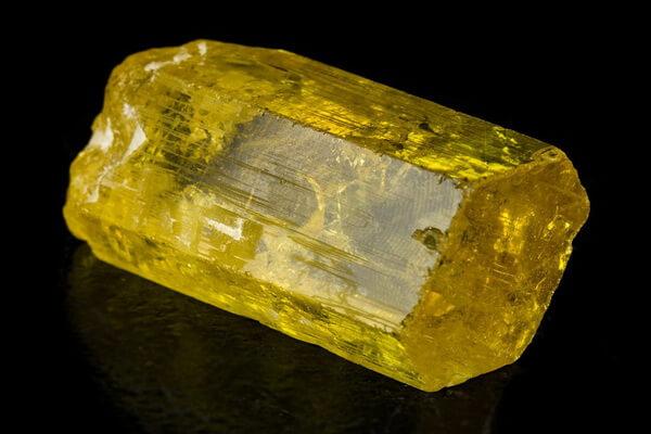 Драгоценные камни жёлтого цвета с фото и описанием - Золотой берилл