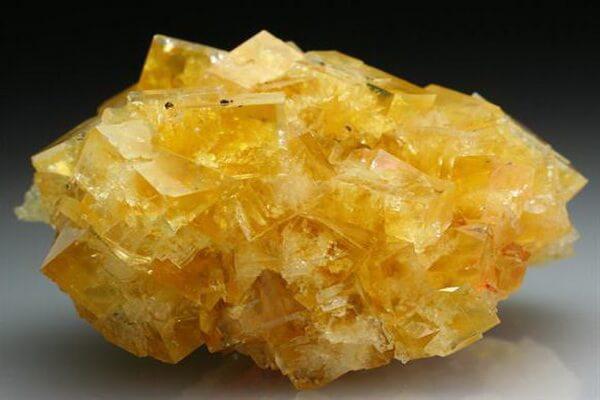 Драгоценные камни жёлтого цвета с фото и описанием - Циркон